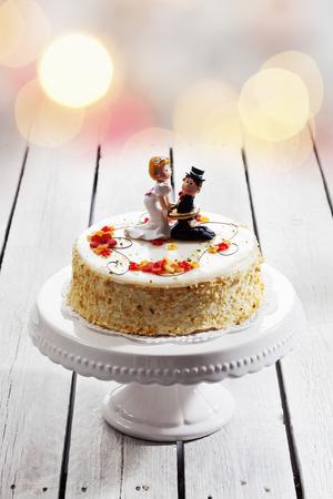 fondant fancy: Wine cream cake, wedding cake with figurines, bride and groom