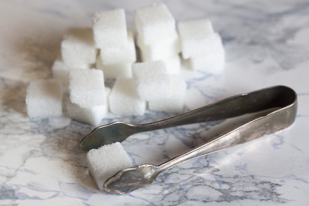 gripper: Sugar cubes with sugar tongs