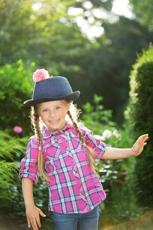 twee: Girl with bleu hat decorated with flower