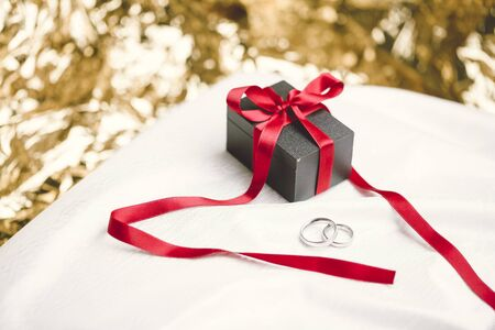 marrying: Present box with two rings