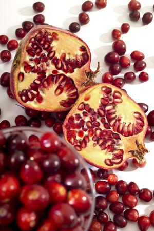 vaccinium macrocarpon: Pomegranate, cranberries in a glass