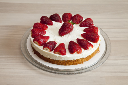 cream cake: Strawberry yogurt cream cake
