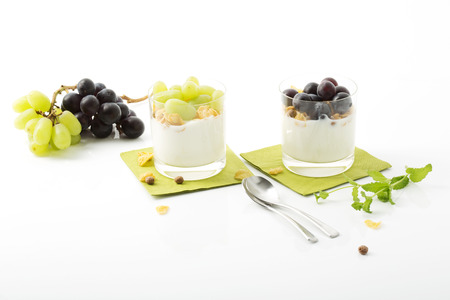 cornflakes: Low-fat yoghurt with cornflakes and grapes in glasses