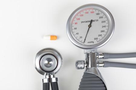 blood pressure gauge: Health checkup with blood pressure gauge and stethoscope