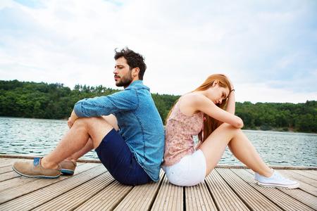人間関係の問題を持っている若いカップル 写真素材