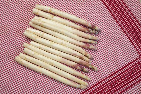 white asparagus: White asparagus on kitchen towel