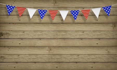 juli: Hout achtergrond met Amerikaanse vlaggen, Fourth of July, kopiëren ruimte Stockfoto