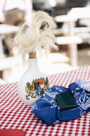 tabaco: Alemania, Baviera, Alta Baviera, Tabaco botella en la mesa Foto de archivo
