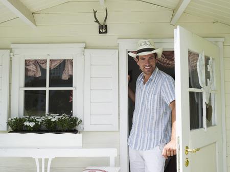 abriendo puerta: Hombre de apertura de puertas, retrato