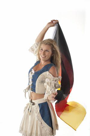 identidad cultural: Mujer en equipo dirndl alem�n tradicional y bandera alemana