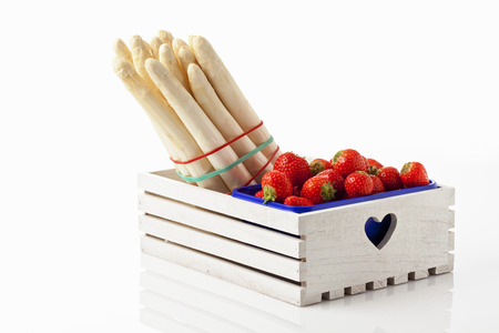 white asparagus: White asparagus and strawberries in wooden box
