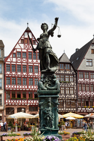roemerberg: Germany,Hesse,Frankfurt,Roemerberg,View of Lady Justice statue at city square Stock Photo