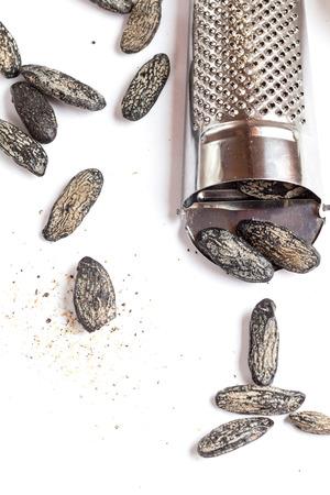 Tonka beans and grater Standard-Bild
