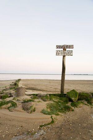 interdiction: Portugal, Algarve, panneau d'interdiction sur la plage