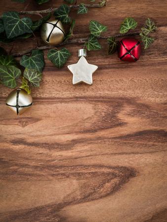 the christmas: Natale, edera, decorazioni di Natale, stelle e campane