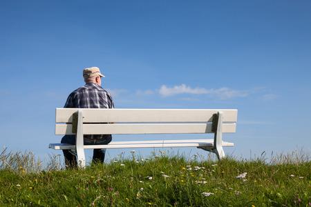tortillera: Alemania, Baja Sajonia, el hombre sentado en el banco, dique