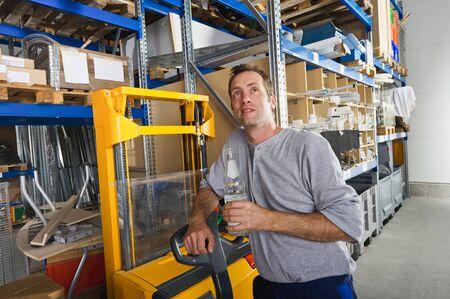 warehouseman: Germany,Bavaria,Munich,Manual worker with water bottle Stock Photo