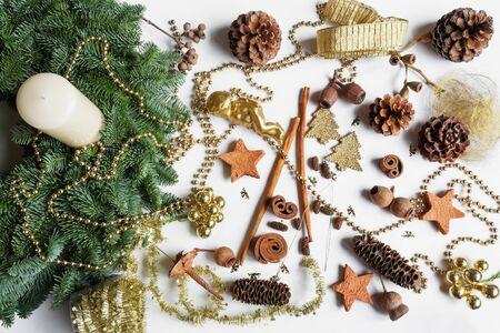 advent wreath: Corona de Adviento, h�galo usted mismo, materiales diversos, decoraci�n Foto de archivo