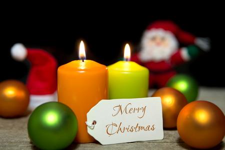 bodegones: Velas de Navidad, bolas, tarjeta, Feliz Navidad