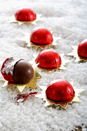 icing: Wrapped chocolate balls on icing sugar