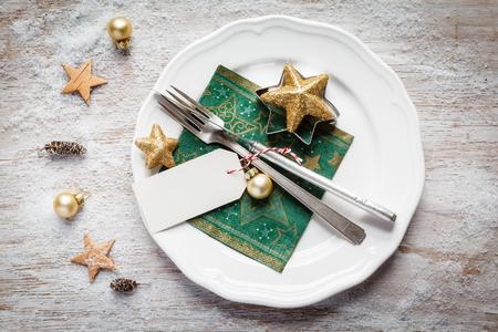 bodegones: Ajuste de lugar de la Navidad, plato, servilleta, knive y tenedor Foto de archivo