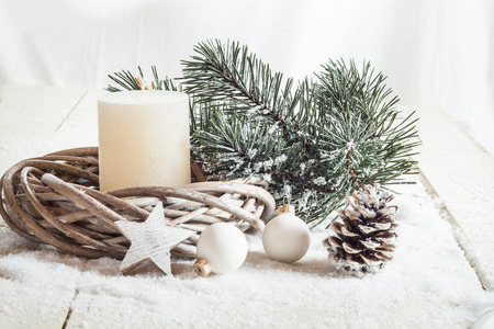 tinkering: Christmas decoration, candle, artificial snow, twigs, cone, baubles and star
