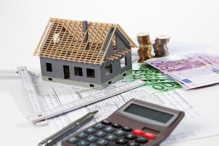billets euros: Modèle euro notes maison calculatrice sur plan, la construction planification