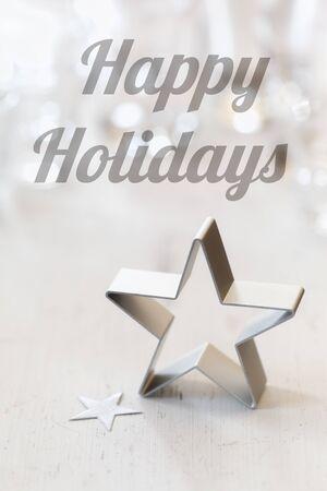 bodegones: Navidad todav�a la vida con el cortador de galletas, Ingl�s desea, Felices Fiestas Foto de archivo