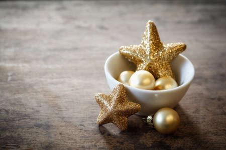 bodegones: Decoraciones de Navidad en un taz�n, copia espacio