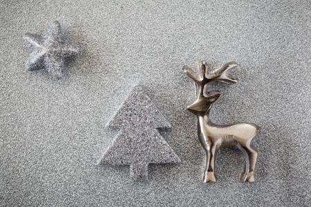 bodegones: �rboles de navidad y el reno en subterr�neo brillante