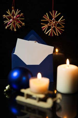 bodegones: La decoraci�n de Navidad, velas, chucher�a, tarjeta en blanco