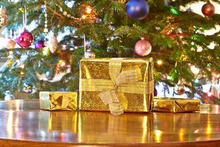 christmas tree presents: Golden christmas presents, Christmas tree