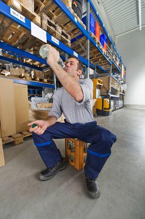tomando refresco: Alemania, Baviera, Múnich, obrero de agua potable
