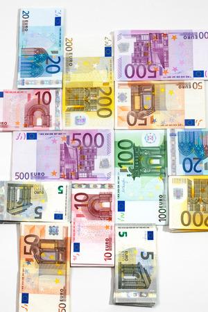 billets euros: Différents billets en euros comme toile de fond