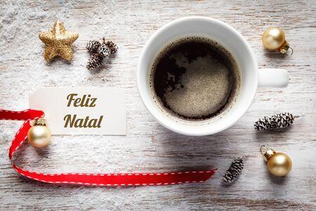 bodegones: El tiempo de Navidad, la vida festiva a�n, taza de caf�, deseos portugueses, muestra, feliz natal en la madera