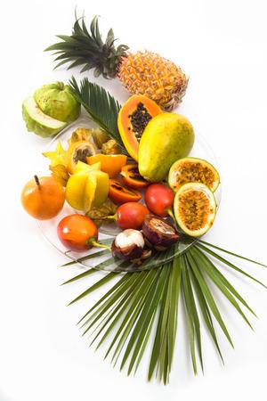 frutas tropicales: Diferentes frutas tropicales, fondo blanco