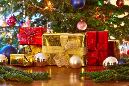 Regalos de Navidad, árbol de Navidad Foto de archivo