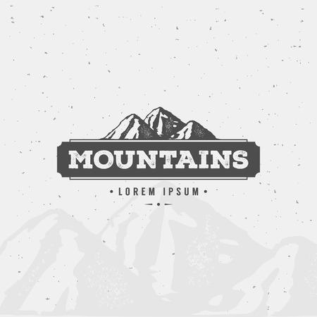 ロゴ、ラベル、バッジその他のデザインのビンテージ スタイルで山デザイン要素です。レトロなベクトル図を冒険します。