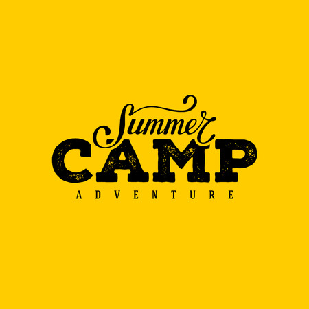 夏のキャンプのタイポグラフィ デザイン。ポストカードやポスター、t シャツのデザインを印刷します。ベクトルの図。