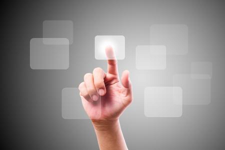 hand duwen knop op scherm van de aanraking Stockfoto