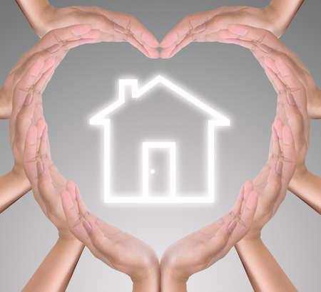 cuore in mano: icona di casa in mano di cuore Archivio Fotografico