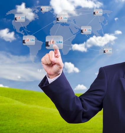 interaccion social: mano empujando como botón