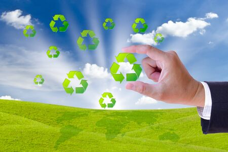 hand holding recycle sign for green world concept Stockfoto