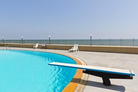 springboard: trampolín de piscina