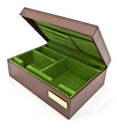 unexpectedness: caja de cuero verde sobre fondo blanco