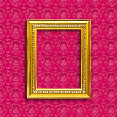 margen: marco de madera dorada en el rojo fondo de pantalla