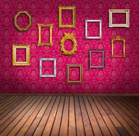 margen: marco de la vendimia en la sala de papel tapiz de color rosa