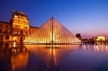 louvre pyramid: PARIS - APRIL 16 :Louvre at dusk on April 16, 2010 in Paris. Summer Exhibition at Louvre Museum