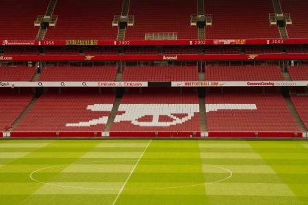the emirates: LONDRES - 15 de abril. Emirato estadio de viajes en Londres, Inglaterra. Emirato estadio es uno de los estadio m�s grande de Reino Unido, con 60,355 asientos establecidos en Ju 22, 2006 Editorial