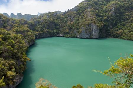 ang thong: View of Emerald Lake (or Green Lagoon, Talay Nai in Thai), a saltwater inland lake, at the Koh Mae Ko Island at Ang Thong (Angthong) National Marine Park in Thailand